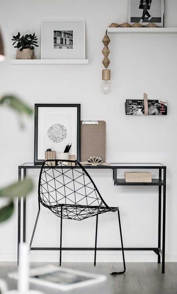 Home office moderno com bancada de vidro
