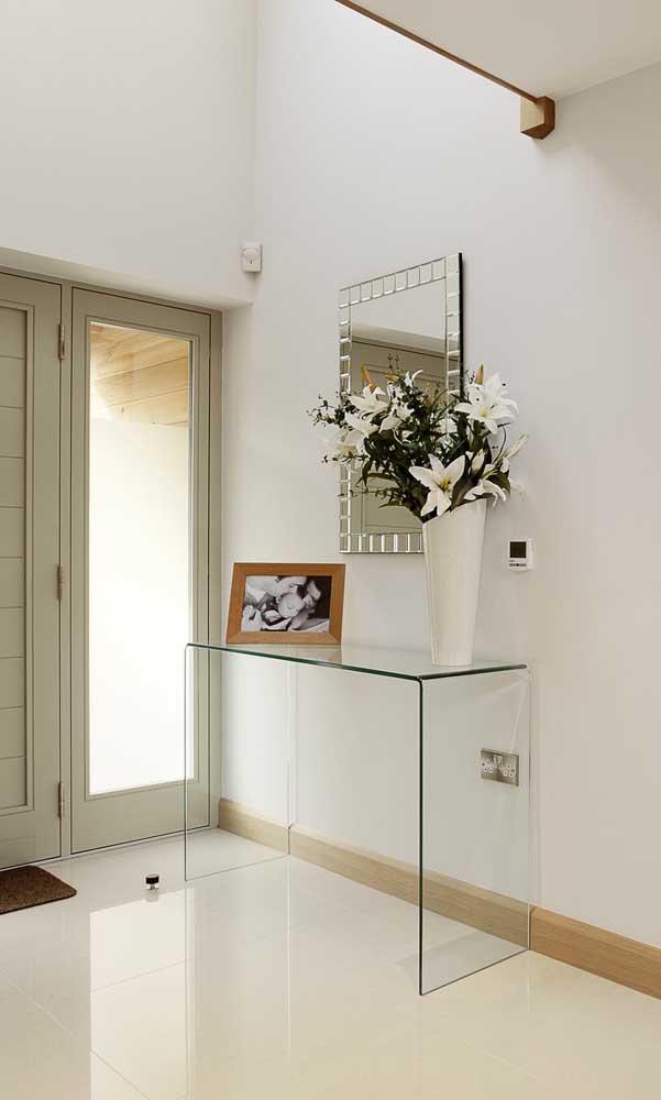 Complete a decoração com bancada de vidro usando espelhos