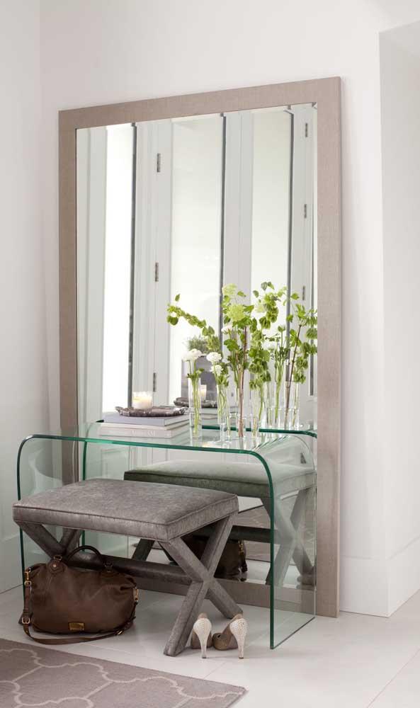 Bancada de vidro para o hall de entrada. É possível encontrar modelos como esse já prontos para vender na internet