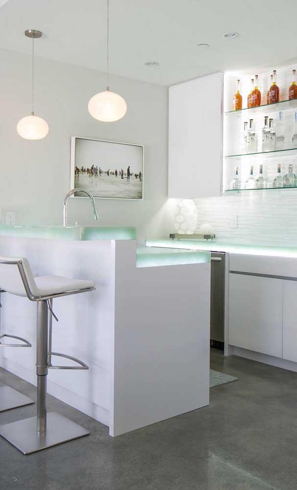 A bancada de vidro também permite a instalação de luzes embutidas, garantindo um visual ainda mais diferenciado para a peça