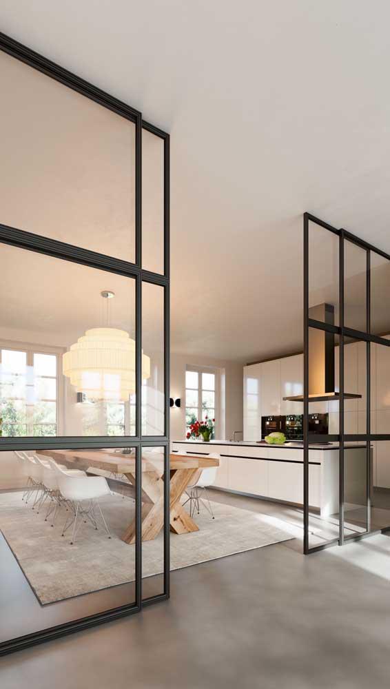 Porta francesa de correr separando com classe e elegância os ambientes da casa