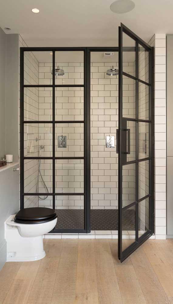 Que tal usar porta francesa no lugar do tradicional box de vidro?