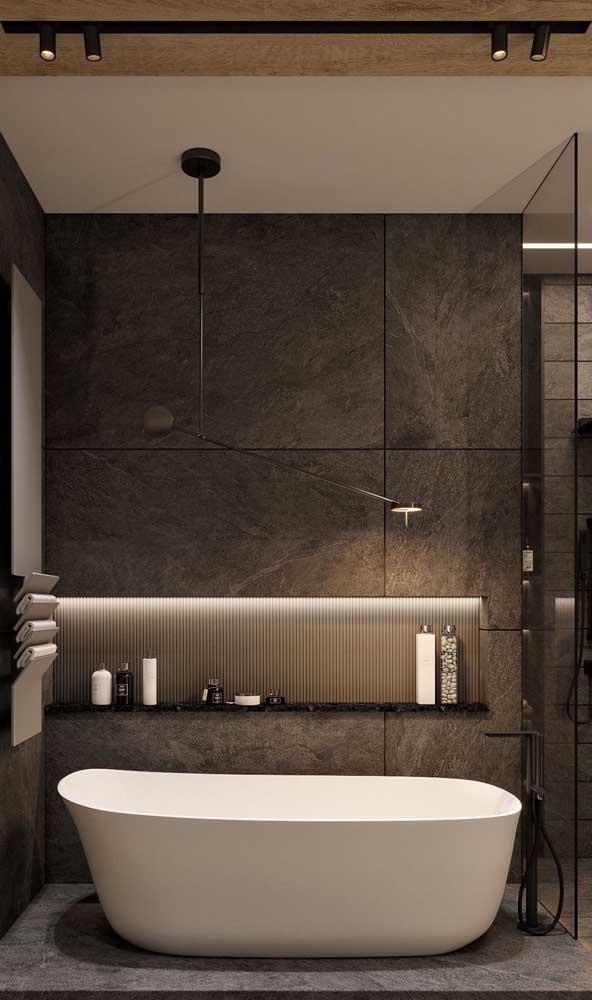 Um banho relaxante tem a ver também com a luminosidade presente no espaço