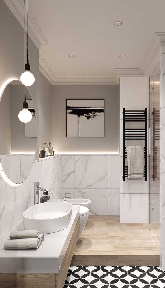 Dupla de luminárias pendentes simples para iluminar a área do espelho do banheiro