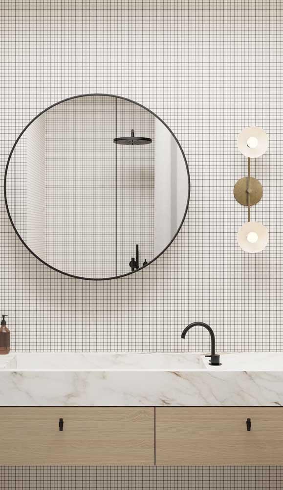 Luminária de parede para clarear toda a área central do banheiro