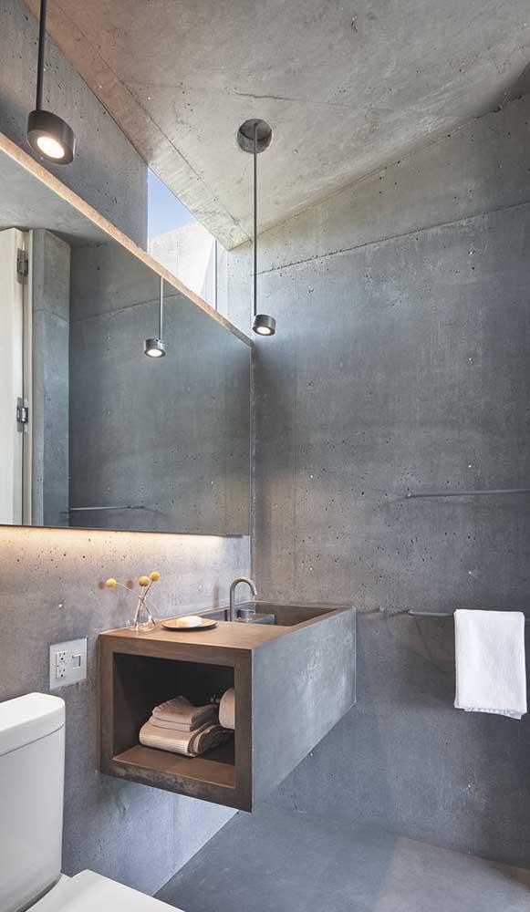 Banheiro em estilo industrial com luminárias pendentes de modelo simples e minimalista