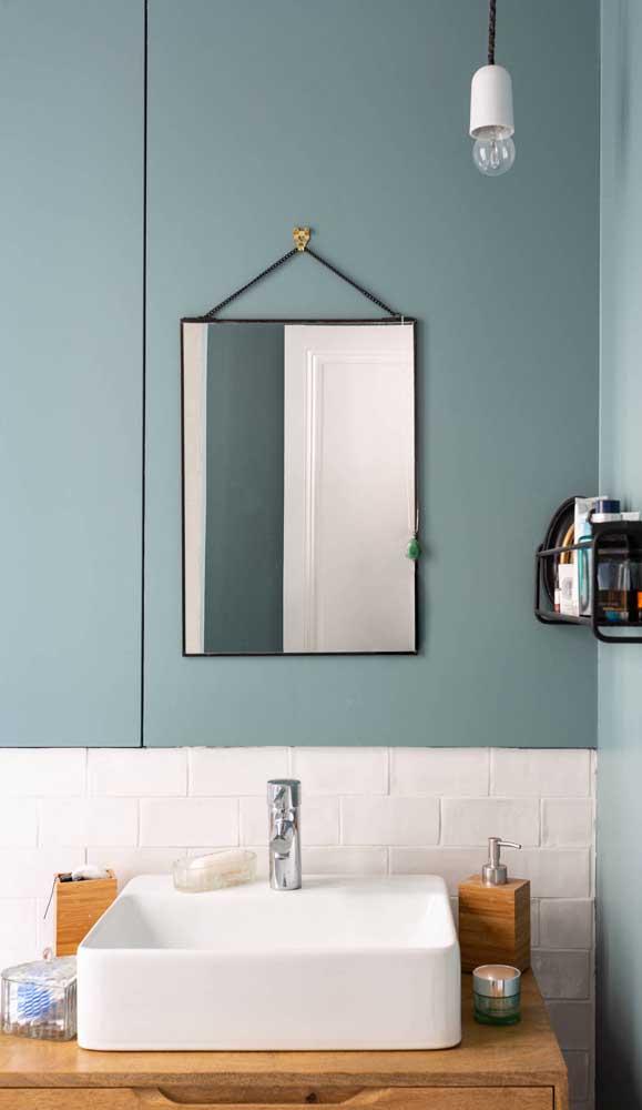 Dependendo do estilo do seu banheiro, uma lâmpada apenas é o suficiente para iluminar e decorar o espaço