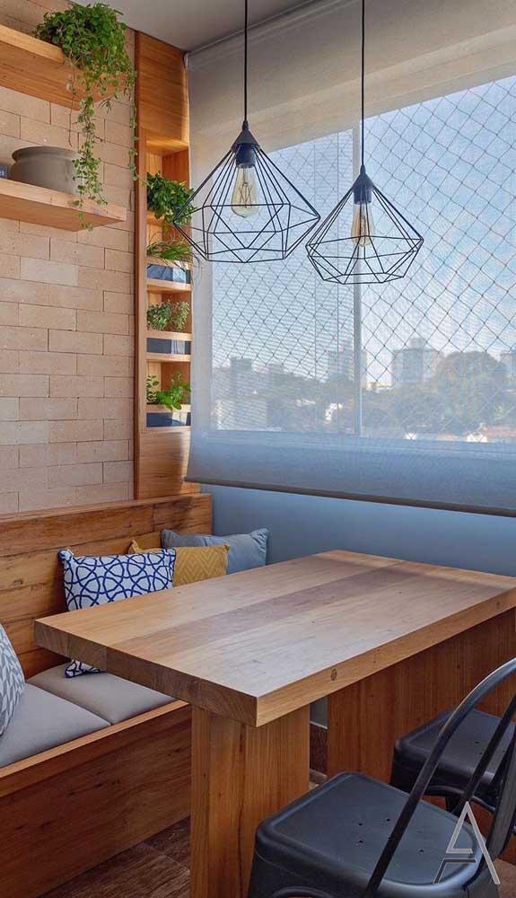 A rede de proteção não interfere na luminosidade do ambiente, portanto, pode continuar usando cortina e persiana a vontade