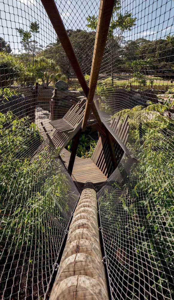 A rede de proteção também marca presença nos esportes de aventura, como o arborismo