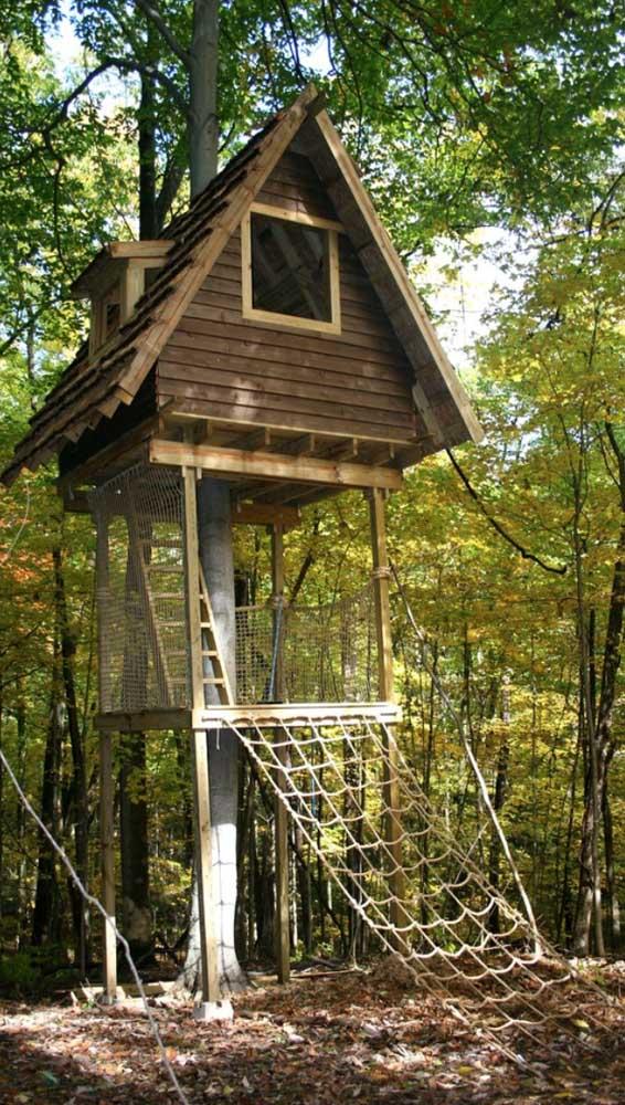 A casa na árvore fica mais segura com a rede de proteção