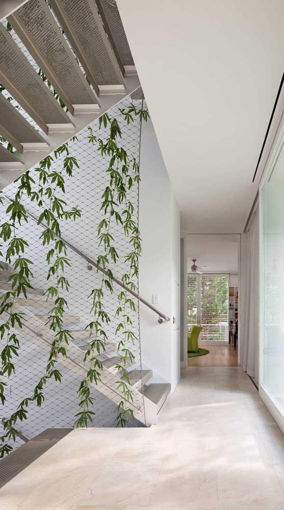 Crie um jardim vertical na rede de proteção, unindo o útil ao agradável