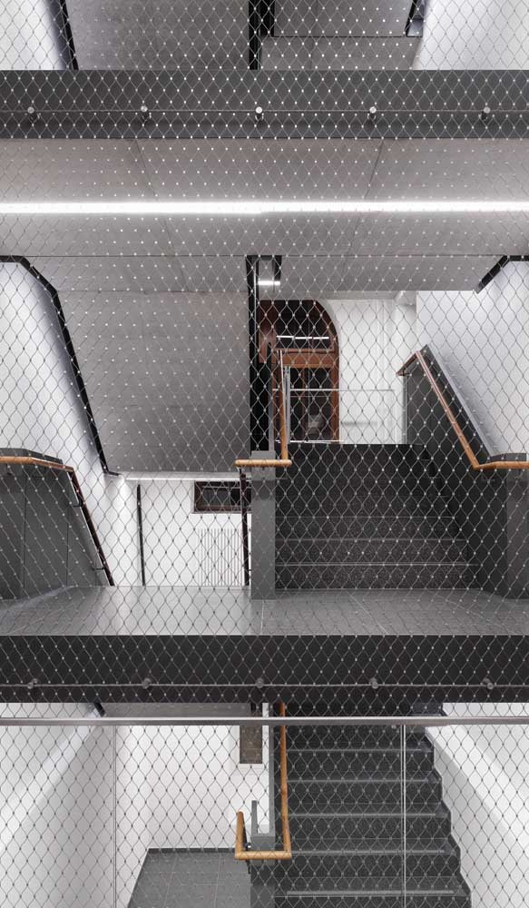 """Discreta, essa rede de proteção traz um """"quê"""" a mais para a decoração de estilo moderno"""