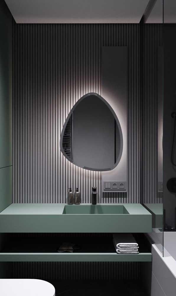 E falando em formato irregular, olha esse espelho bisotado para banheiro