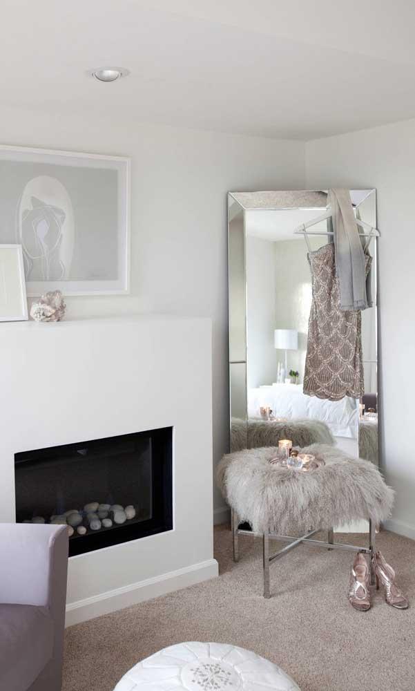 O espelho bisotado pode ser usado apoiado no chão, mas com todo cuidado para evitar esbarrões e consequentes trincas