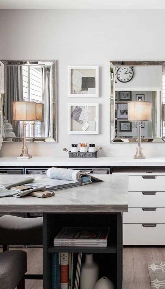Que tal levar o charme dos espelhos bisotados para o escritório ou home office?