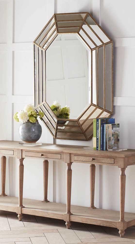 Vai dizer que um espelho bisotado como esse não fecha a sua decoração?
