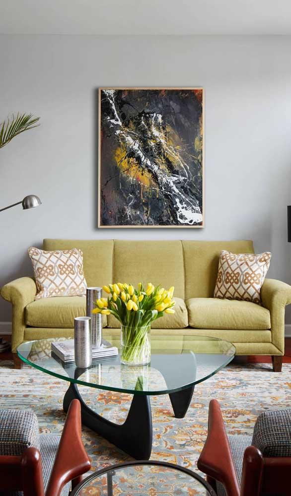 Sofá retrô colorido, mas com moderação