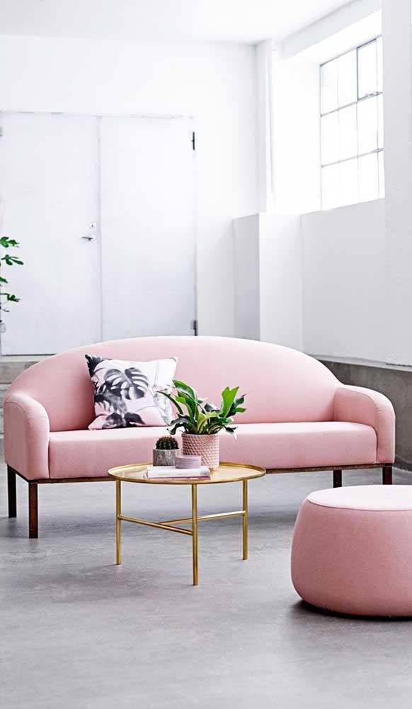 As formas arredondadas também costumam marcar presença nos sofás de estilo retrô