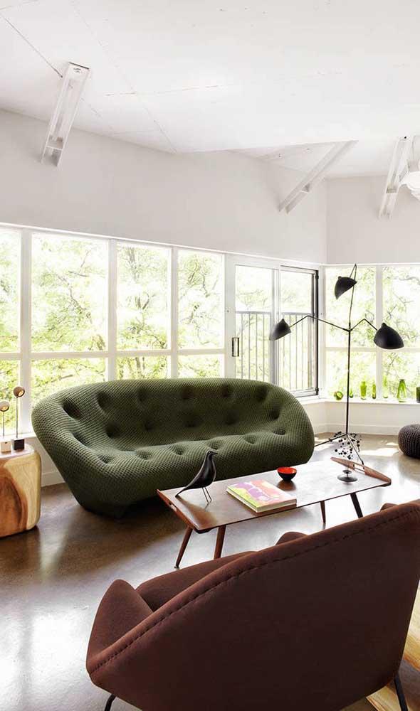 Um pouco de design contemporâneo combinado aos traços característicos do mobiliário retrô
