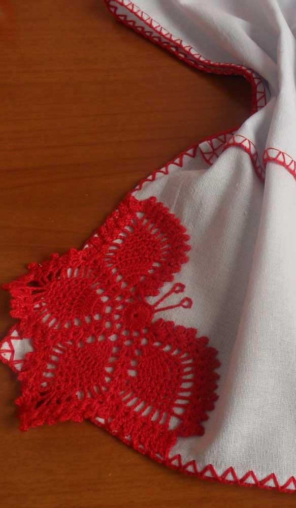 Uma linda borboleta vermelha para valorizar o pano de prato branco