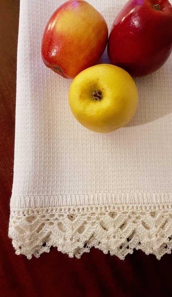 Inspire-se com esse lindo bico de crochê em cor cru. Veja como ele valoriza a peça, mesmo sem apresentar contraste