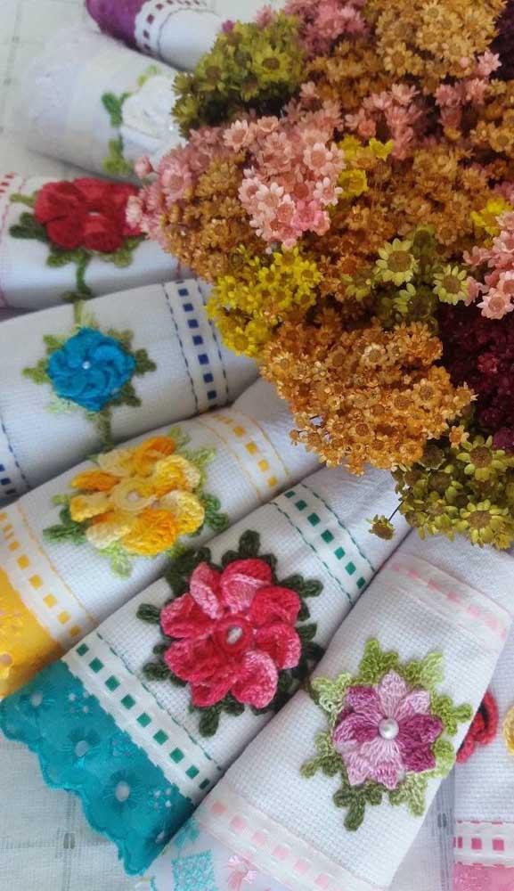 Que linda ideia de kit de panos de prato em crochê. Vale a pena fazer para vender ou para presentear