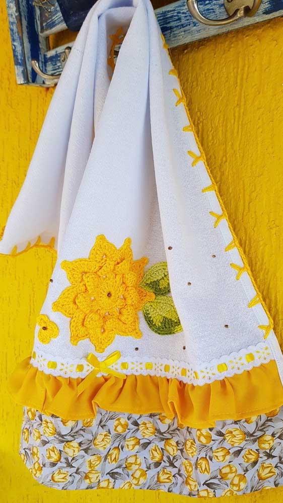 Flores amarelas cheias de vida para mudar o visual desse simples pano de prato