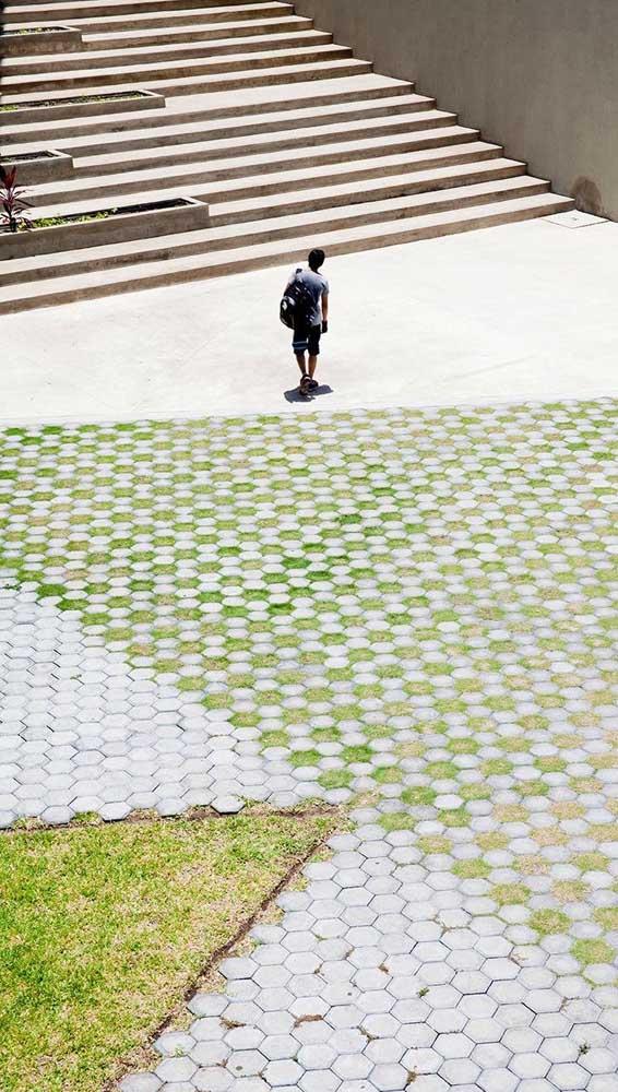 Piso intertravado com grama: uma opção ainda mais sustentável de uso do material