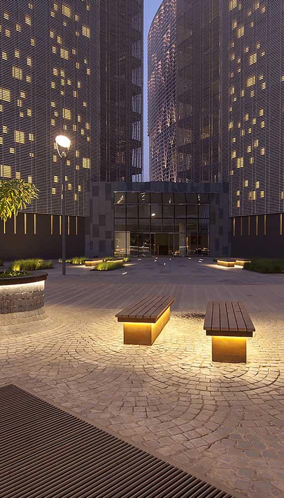 Praça pública com piso intertravado. A instalação em formato circular confere um movimento muito bonito ao piso
