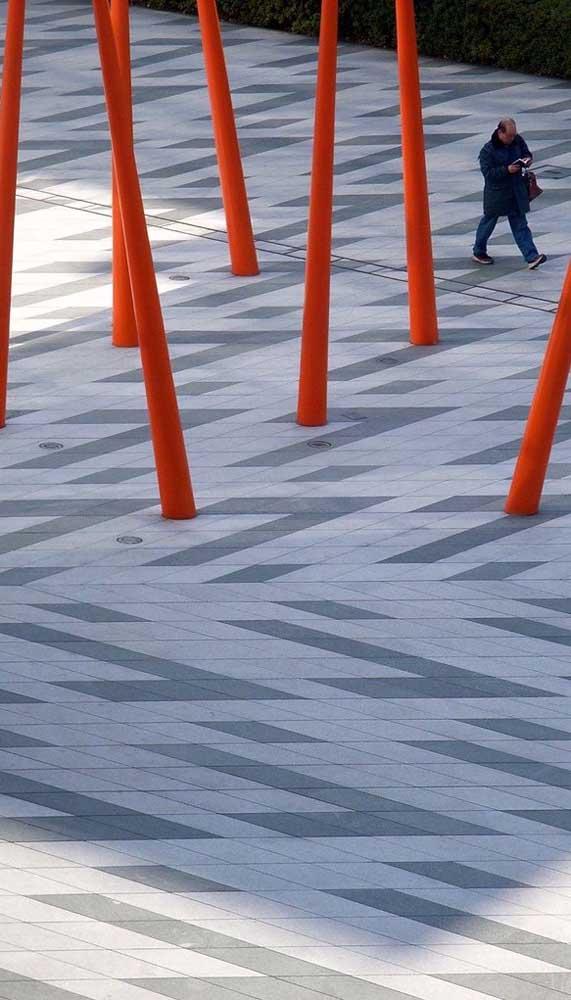 Mesmo nas concepções mais modernas, o piso intertravado se revela uma excelente alternativa