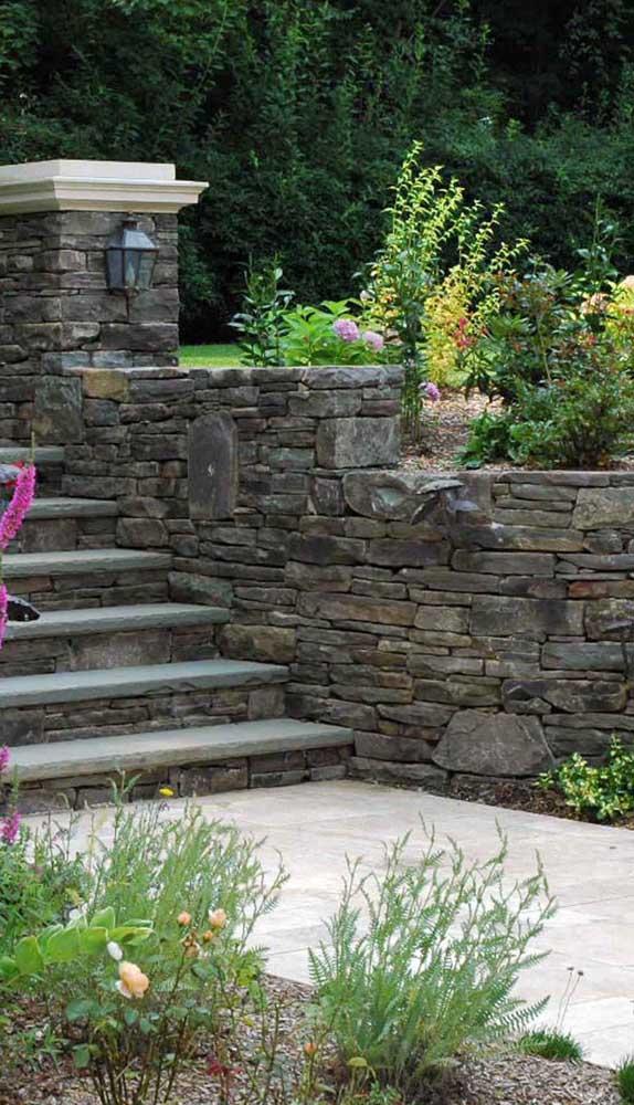 A pedra mineira garante um charme a mais para espaços rústicos