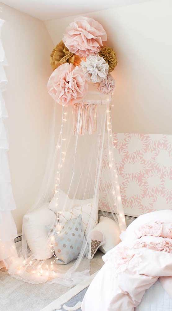 Que ideia linda! Decore a cabana infantil com flores gigantes de papel