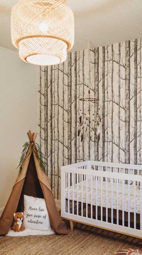 Finalize a decoração da cabana infantil com galhos de árvores