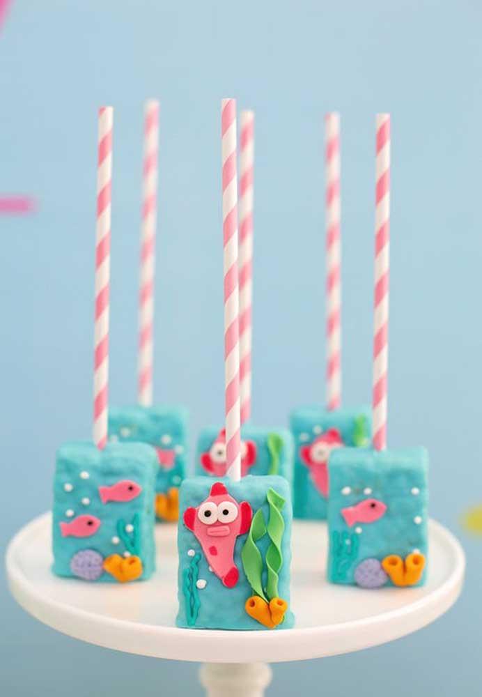 Veja como você pode fazer um cake pop diferente para festa do Baby Shark.