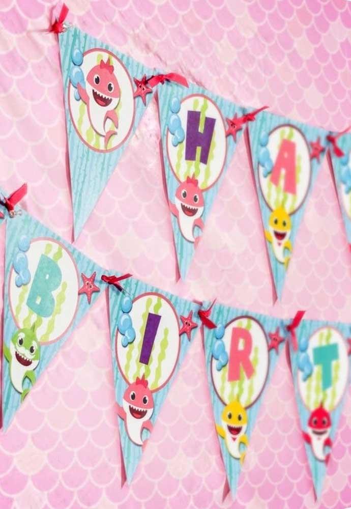 Dá para fazer uma festa Baby Shark rosa para sua filha.