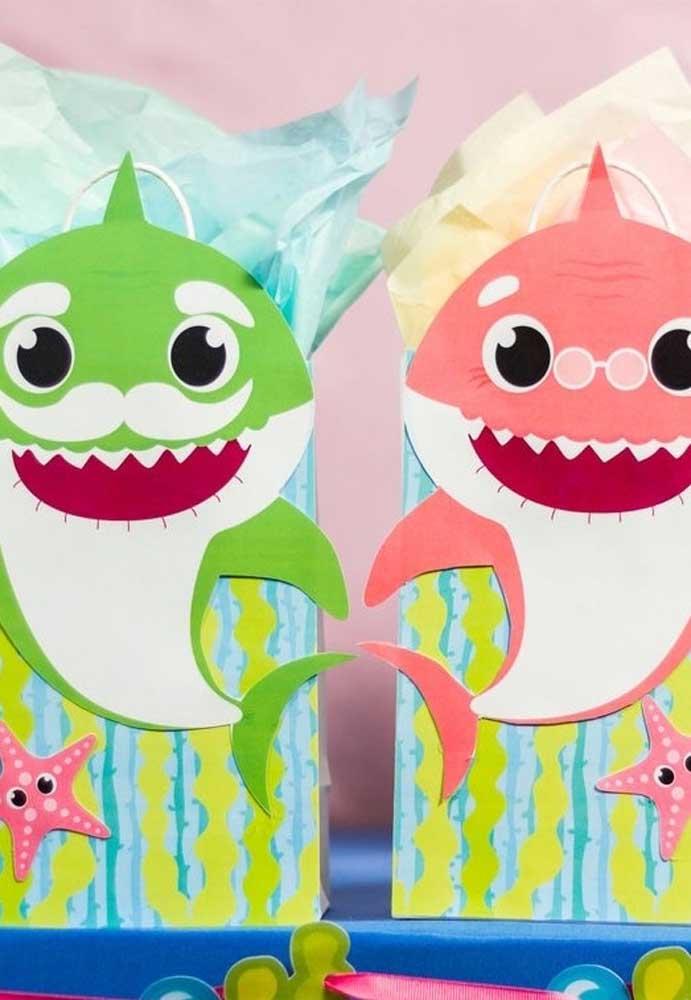 Você mesmo pode fazer as lembrancinhas Baby Shark.