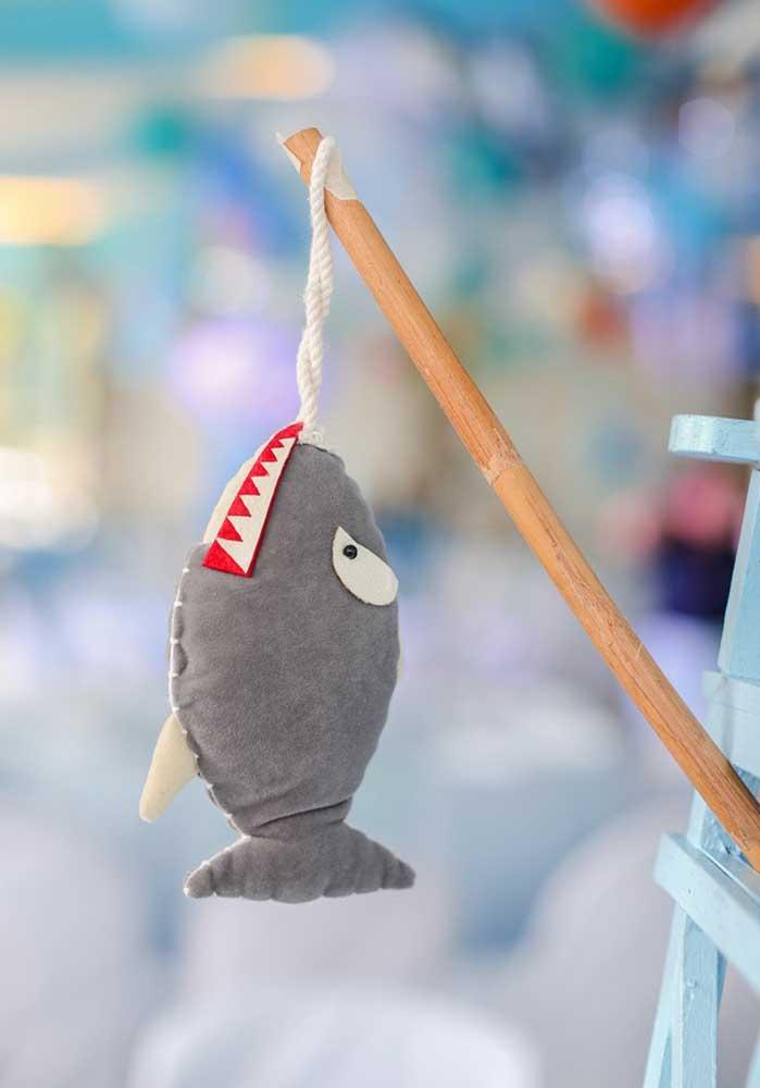Olha que ideia criativa para fazer na decoração da festa Baby Shark.