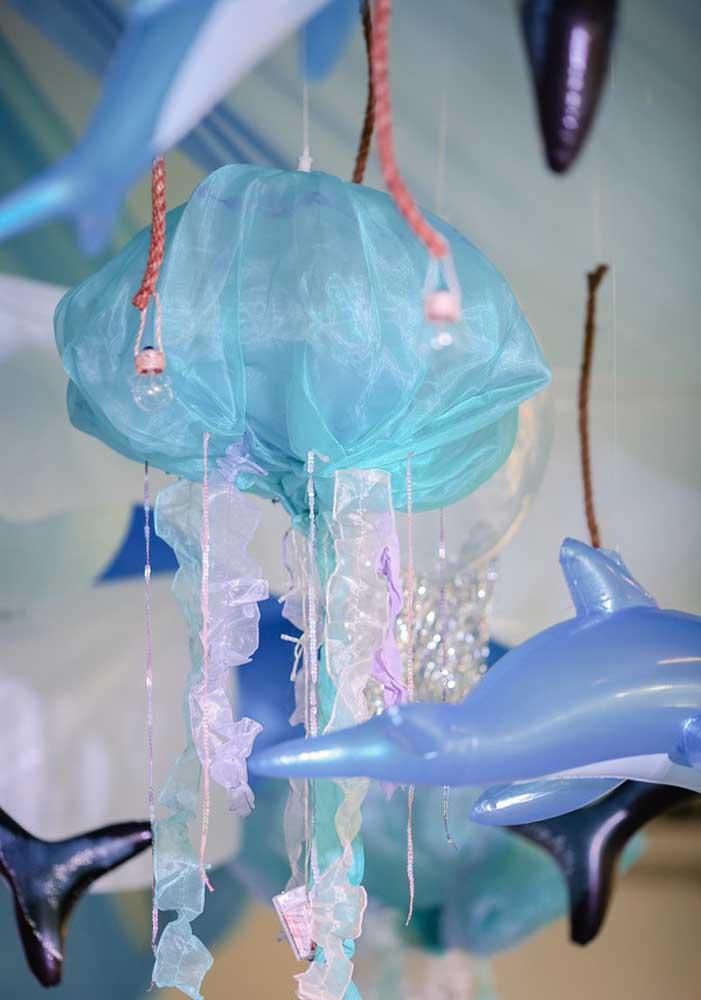 Pense em objetos diferentes na hora de decorar a festa Baby Shark.