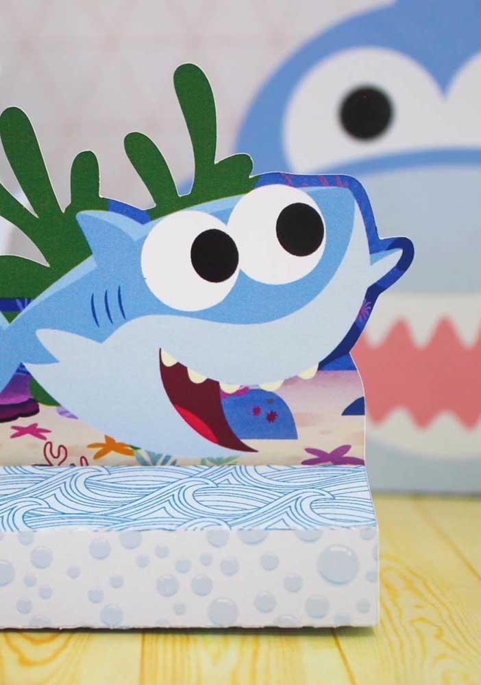 Alguns itens da festa Baby Shark você consegue encontrar em lojas de festas.