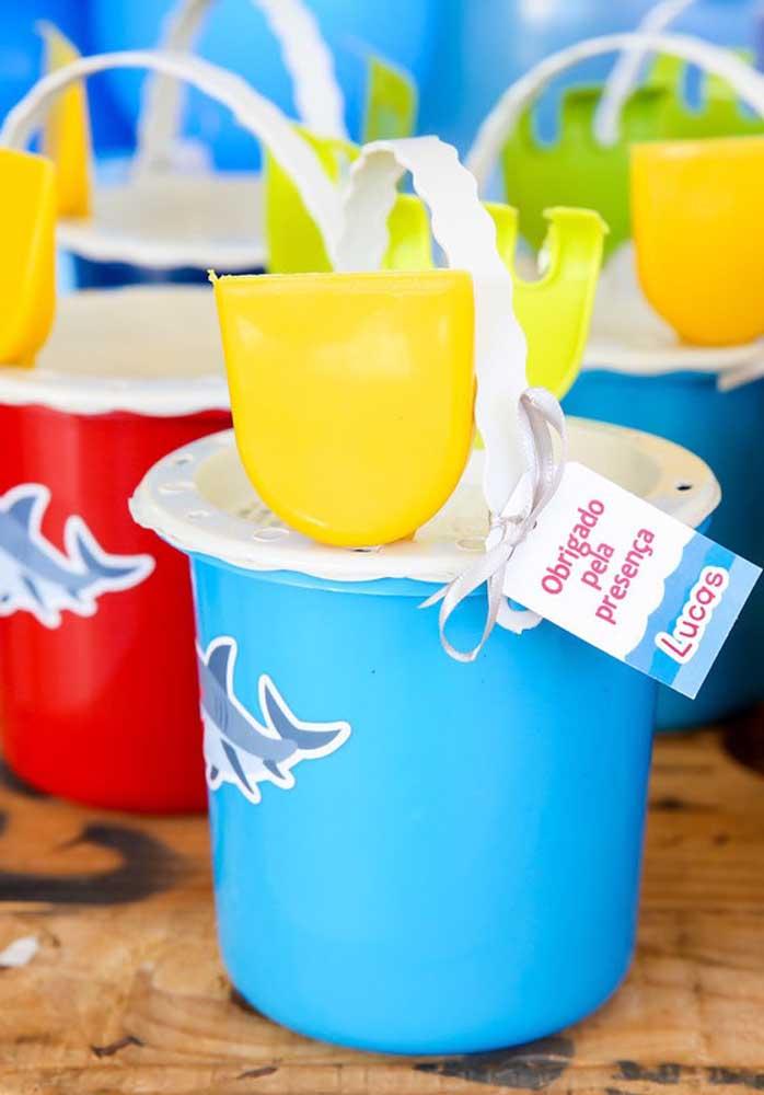 Outros itens é preciso usar a criatividade para pensar em algo diferenciado, sem sair do tema da festa.