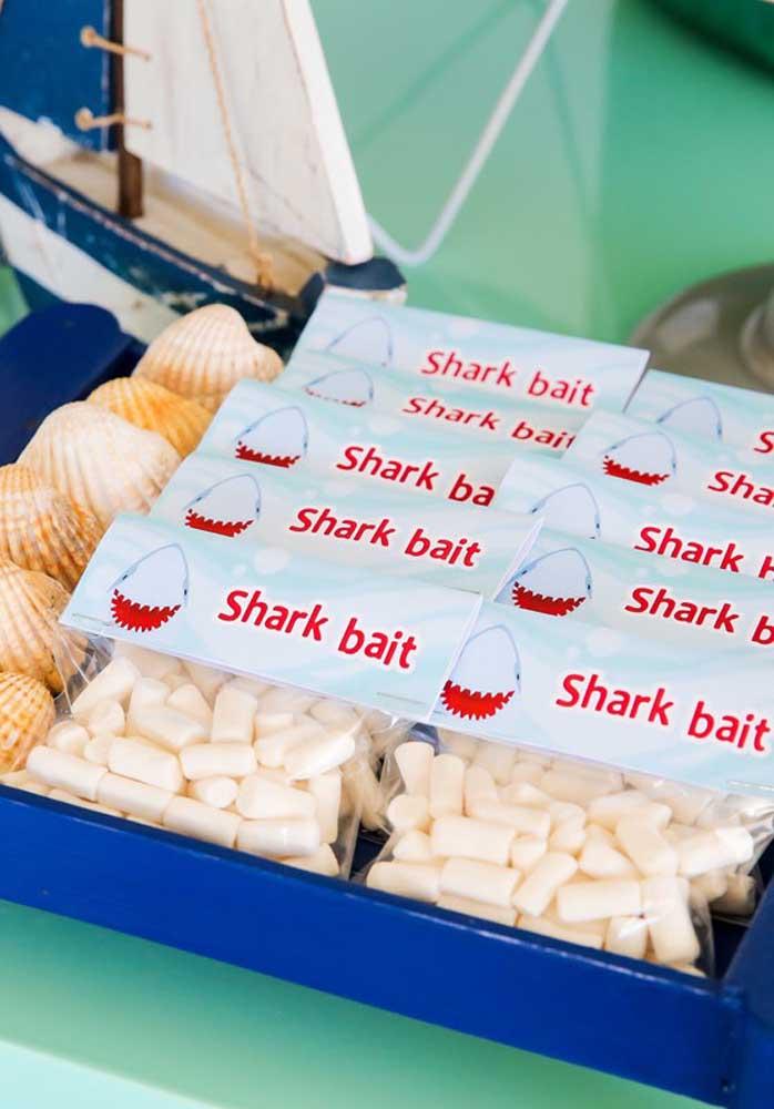 Alguns elementos decorativos não podem faltar na festa Baby Shark.