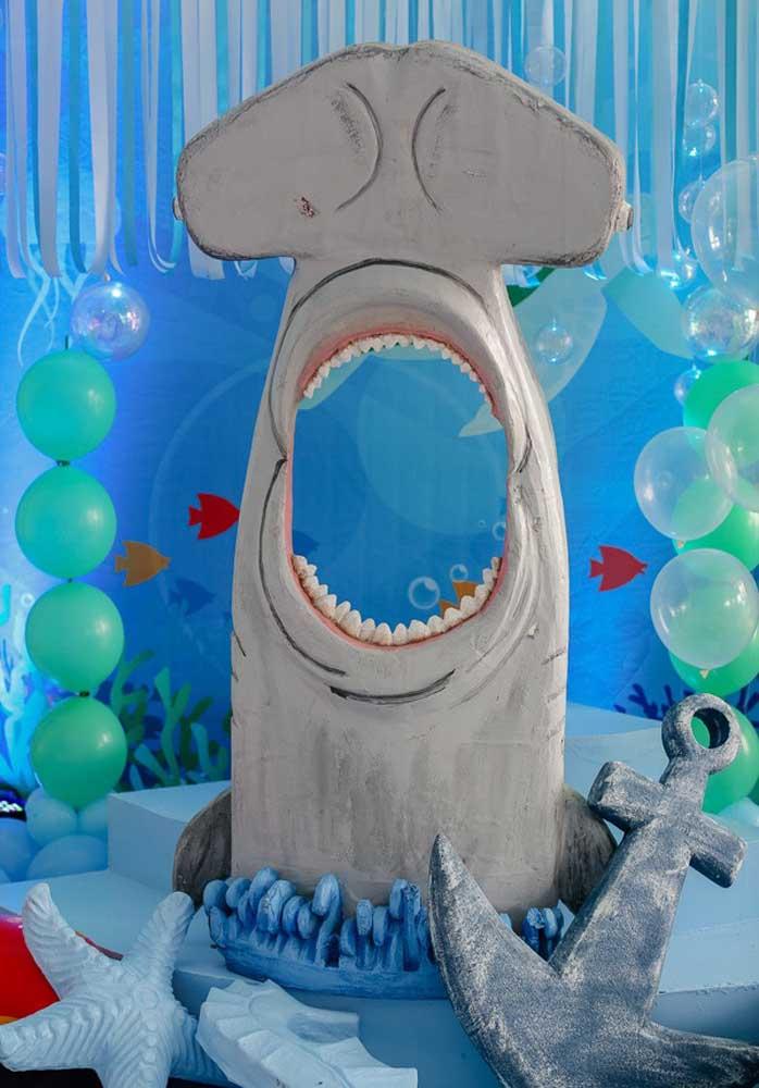 O bocão do tubarão é um excelente item decorativo para o aniversário Baby Shark.