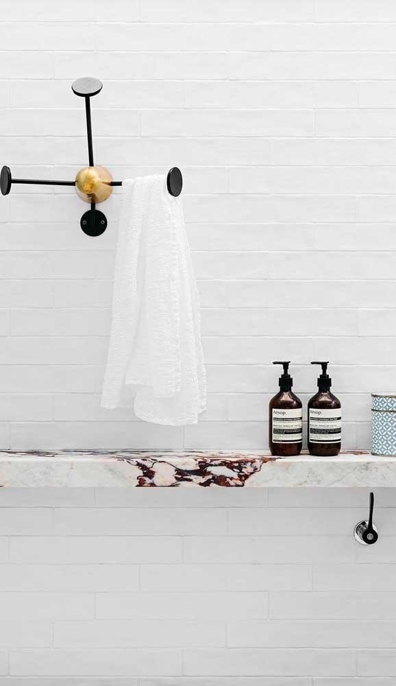 Que linda ideia: prateleira para banheiro feita de pedra