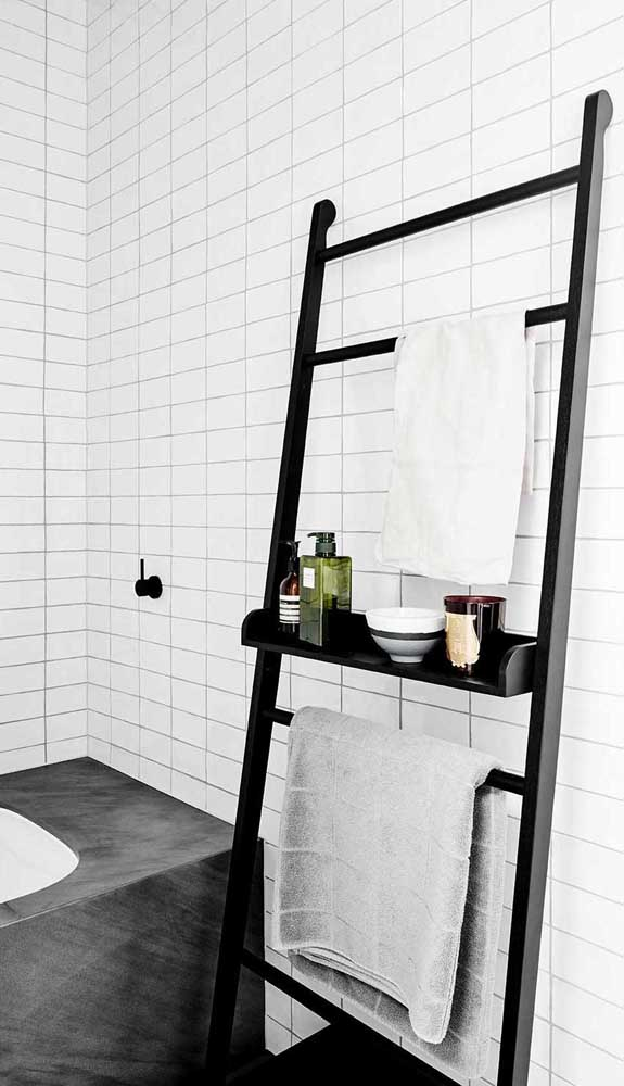 Prateleira em formato de escada: perfeita para propostas despojadas e modernas