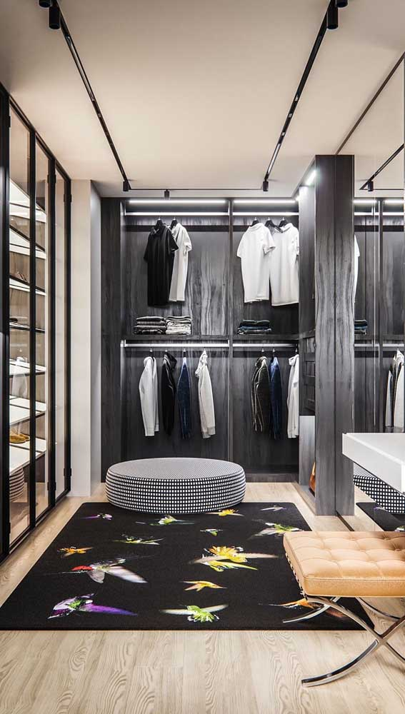 O tapete deixa o closet mais confortável e acolhedor