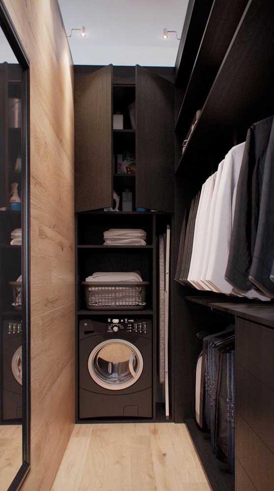 Área de serviço dentro do closet masculino
