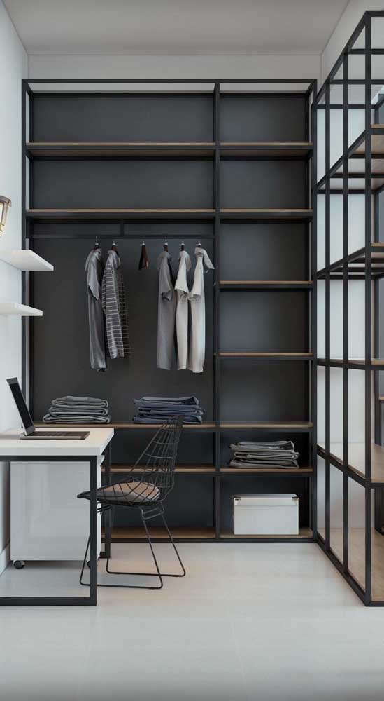 Que tal montar o home office dentro do closet?