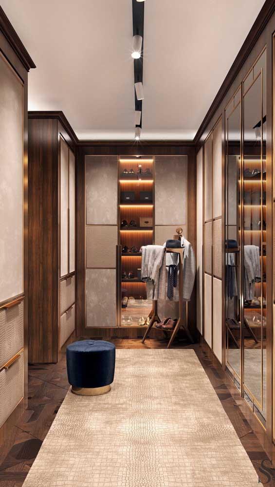 E que tal esse modelo de closet masculino cheio de luxo e glamour?