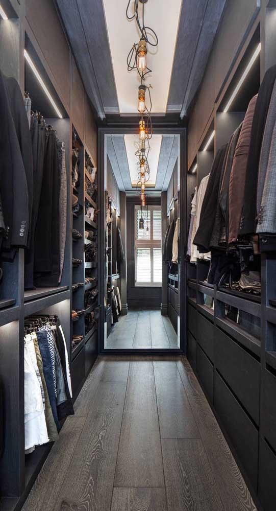 Closet masculino também tem que ter espelho!