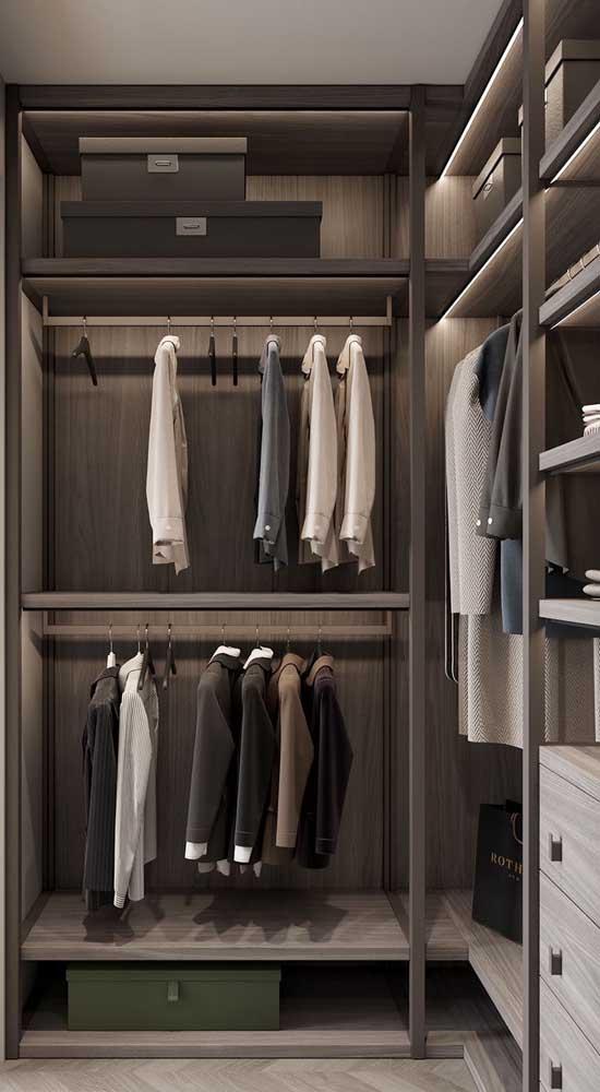 Caixas de papelão não servem só para organizar, elas garantem um tremendo charme para o closet masculino
